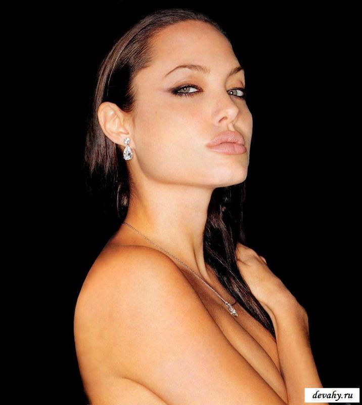 Голая Анжелика Джоли